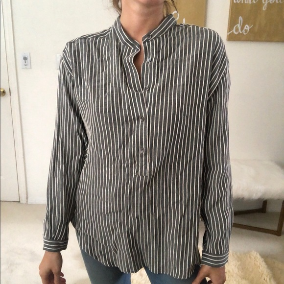 Closed grey and white stripped Marian bottom down